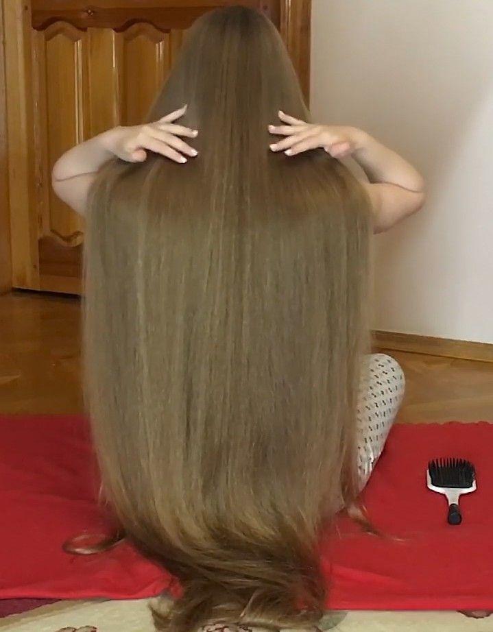 Video Anastasia S Floor Show Realrapunzels In 2020 Long Hair Styles Long Thin Hair Long Shiny Hair