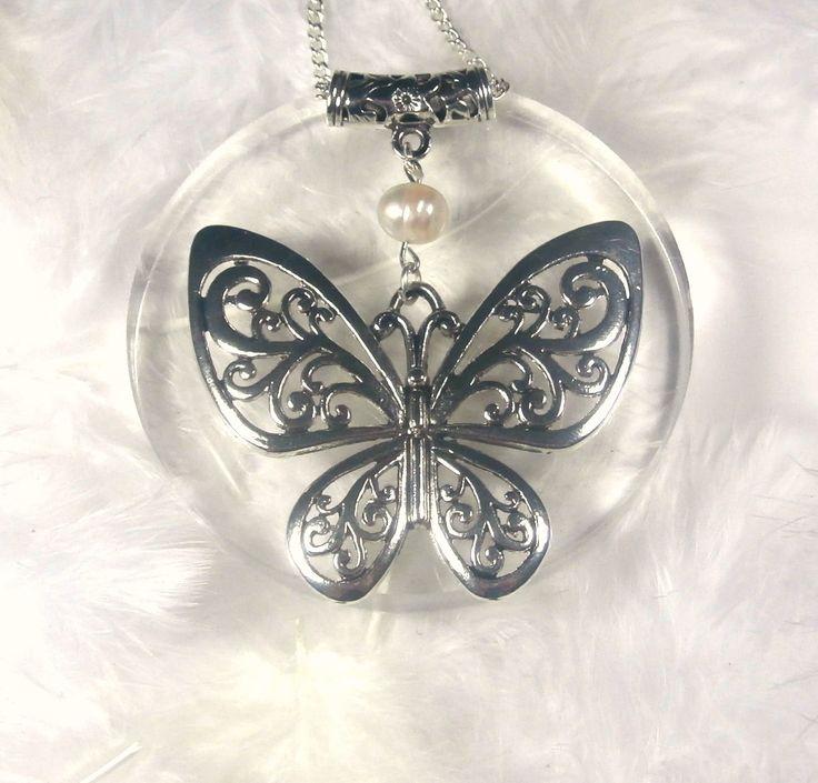 Collier-pendentif composé d'une perle d'eau douce sur grand papillon + chaîne en argent plaqué offerte : Pendentif par lapassiondisabelle