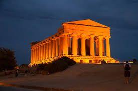 La Valle dei Templi ad Agrigento risplende di nuova luce... a #LED
