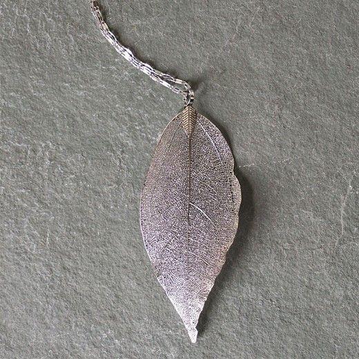 Um colar deslumbrante ideal para oferecer a mulheres especiais! https://www.insania.com/z/fc67f #colar #folha #presente #mulher #rapariga #prata #ourorosa #bijuteria