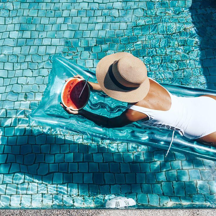 Есть две новости, одна хорошая, а вторая ещё лучше! С какой начать 😀? Во-первых, пришла долгожданная пятница 💃, а, во-вторых, нас ждёт забытая роскошь — целых 3 дня выходных ✌! Что бы вы ни запланировали на эти дни, желаем вам замечательного отдыха! Повеселитесь на славу 🤗  #friday #пятница #weekend #happyfriday #лето #отдых #природа #релакс #smile