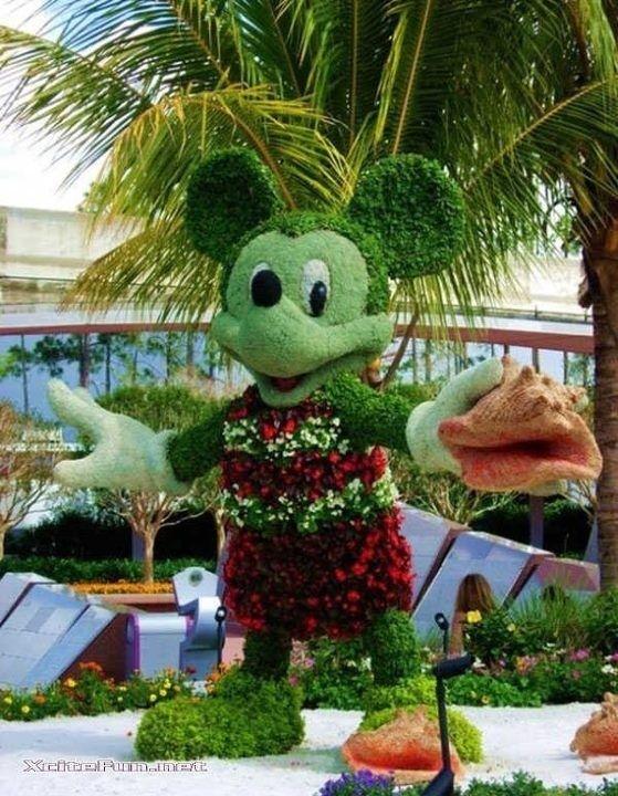 Disney Topiaries | Mickey Mouse