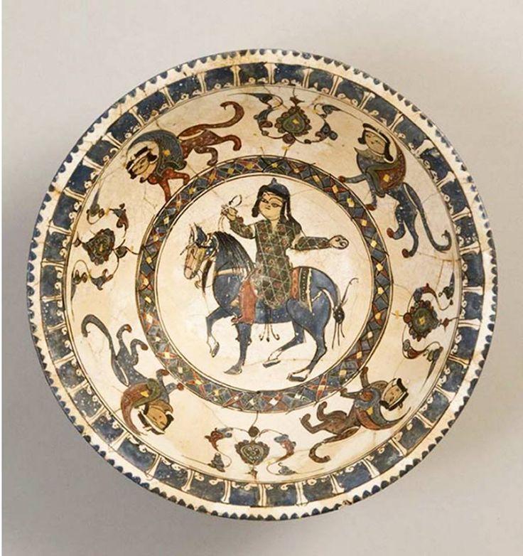 Türk Selçuklu Seramik Tabak. 12-13.yy..Gök At. Atın kuyruğu Türk Usulü Düğümlü. Etrafında Selçukluya özgü Kadın başlı Sfenksler.