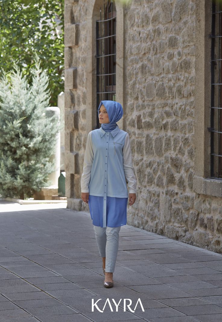 Denimden vazgeçemeyenler için Bayram'a özel çok yönlü bir parça! Gözlük desenli pantolon ise klasik pantolona modern bir yorum!✨ **A versatile chic piece from the New Collection special for Eid, to denim lovers➡️http://www.kayra.com.tr/p/5221/a4-10031-sifon-detay-kot-yelek-mavi