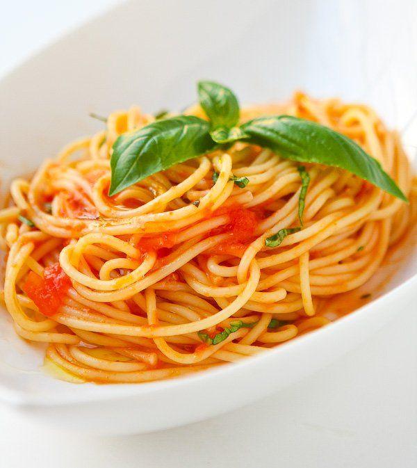 #Spaghete cu #roșii și #busuioc
