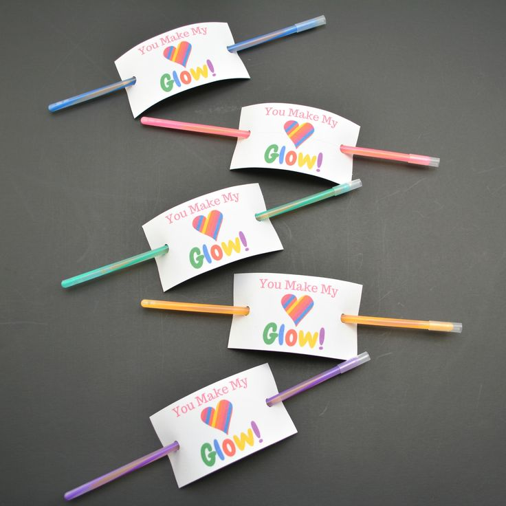 """All 3 of my kids are in nut free classrooms, and my preschooler actually isn't allowed to bring treats in at all for parties – only non-candy gifts. If this sounds like you than these glow stick valentine's day cards are PERFECT for you! Order these cheap glow sticks in bulk, print out our """"Youcontinue reading..."""