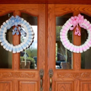 Baby shower wreath: Baby Shower Diapers, Diapers Wreaths, Ashlee Baby, Baby Ard, Parties Ideas, Celebrity Parties Shower Ideas, Baby Shower Parties, Baby Wreaths, Baby Shower Wreaths