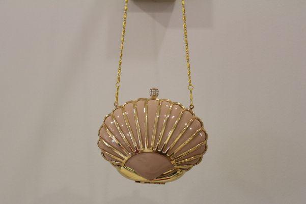 Bolso en forma de concha rosa y dorado #boda #invitada #wedding #guest #handbag