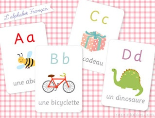 Whether you are planning a trip to Paris or just want to sneak a little bilingual education into your day, I'm totally smitten by these adorable free printable flashcards from our recent favorite freebie find.