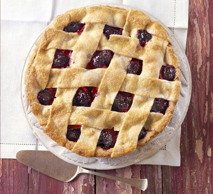 Apple & blackberry pie. A comforting pudding using fresh late summer produce