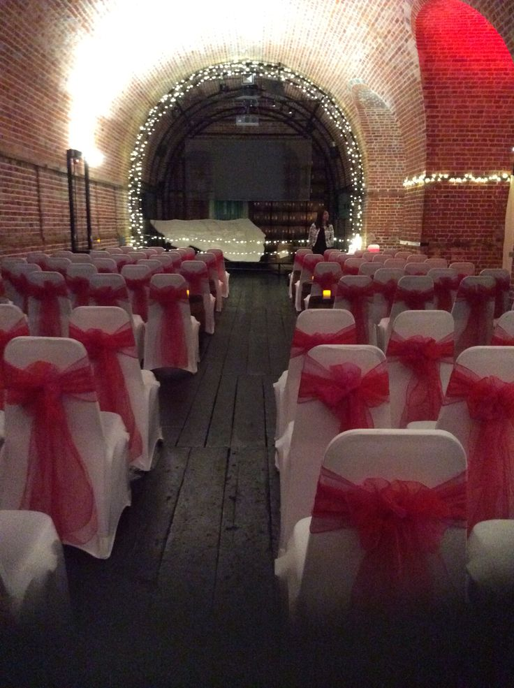 Red and pink wedding ceremony @explosionmuseum