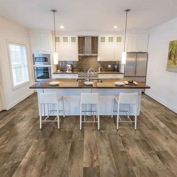 Mohawk 18 22 Sq Ft Decatur Oak Locking Luxury Vinyl Plank Flooring Lowe S Canada Lowes Vinyl Plank Flooring Luxury Vinyl Plank Vinyl Plank