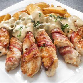 Palitos de pollo con bacon y salsa gorgonzola