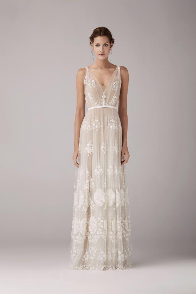 Retrouvez la robe de mariée May de Anna Kara chez Plume Paris, boutique de robes de mariée à Paris