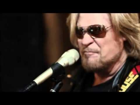 Live From Daryl's House - Somebody Like You - Daryl Hall & friends, feat. Joe Walsh - YouTube