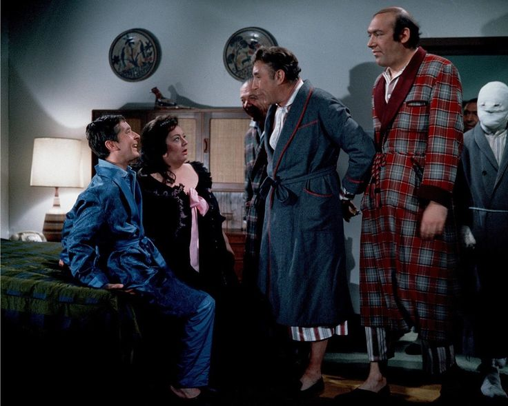 Kenneth Williams, Hattie Jacques, Sidney James, Frankie Howerd and Bernard Bresslaw in Carry On Doctor. 1967