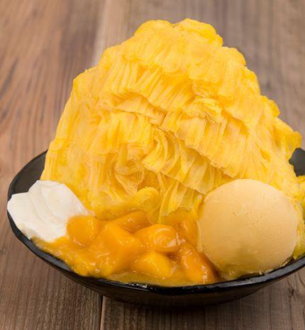 台湾で人気NO.1の新食感かき氷「ICE MONSTER(アイスモンスター)」。素材の味を濃縮し凍らせた「フレーバーアイスブロック」は、削るときめ細かく口の中でふわりと溶ける新食感。CNNの「Best Dessert 10」にも選ばれ、一度は訪れたいかき氷の名店として注目。
