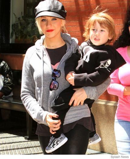 Christina Aguilera - 15 Breastfeeding Celebrity Moms | Parenting