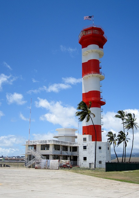 WWII control tower at Pearl Harbor, Honolulu by kanjigirl, via Flickr - http://www.flickr.com/photos/kanjigirl/7327464092/in/set-72157630027188568/