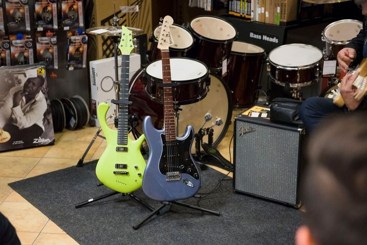 regulacja gitary, lutnik Szczecin, salon muzyczny riff