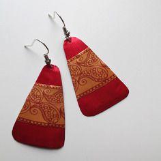 Boucles d'oreilles en capsule de café nespresso rouge avec une bande motif cachemire