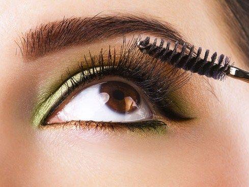 Il make-up giusto per gli occhi castani