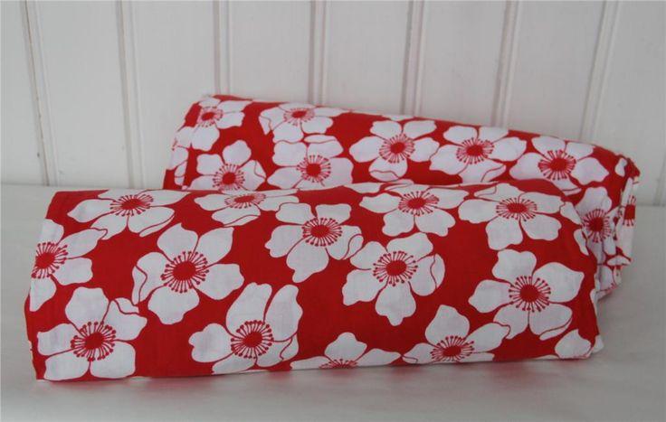Två blommiga påslakan - 70-tal - retro på Tradera. Sängkläder  