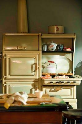 Depression era kitchen! I wanna be like Mildred Pierce baking on this stove!
