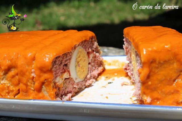 Ingredientes :  500 g de carne picada de ternera  200 g de bacon ahumado (picado con la carne)  3 huevos cocidos  100 g de queso de te...