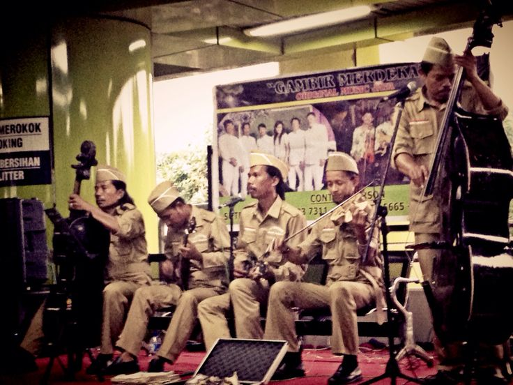 Keroncong Batavia.....now you can be entertained while waiting your train @ Gambir ....#lovejakarta