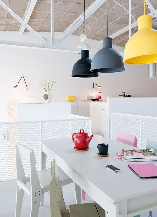 A kitchen with the little trend of the trio of multi-colours - this time pendant lights