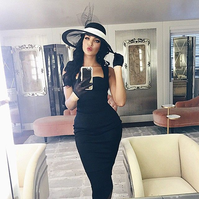 nataliehalcro - Race day #OOTD vintage @lanvinofficial hat, Dress made my yours truly, vintage gloves. Why can't we dress like its still 1950