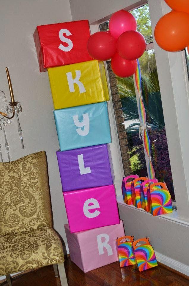 Dicas pra Mamãe: Caixas de papelão encapadas com o nome do aniversariante