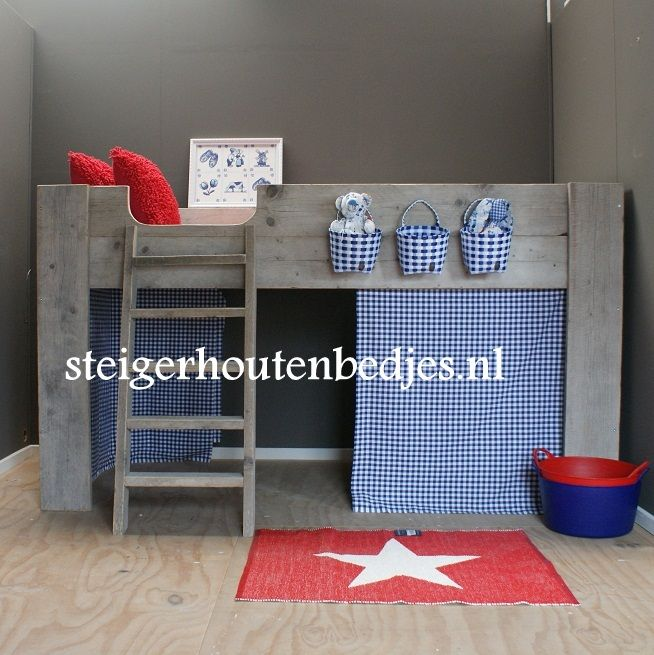 Kinderkamer in Hollands thema http://www.steigerhoutenbedjes.nl/kinderbed-steigerhout