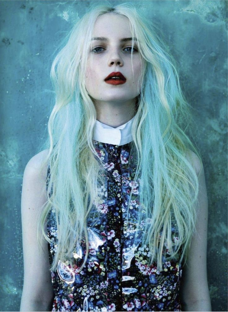 platinum and aqua hair - i should do some aqua in my hair like this for the summer.