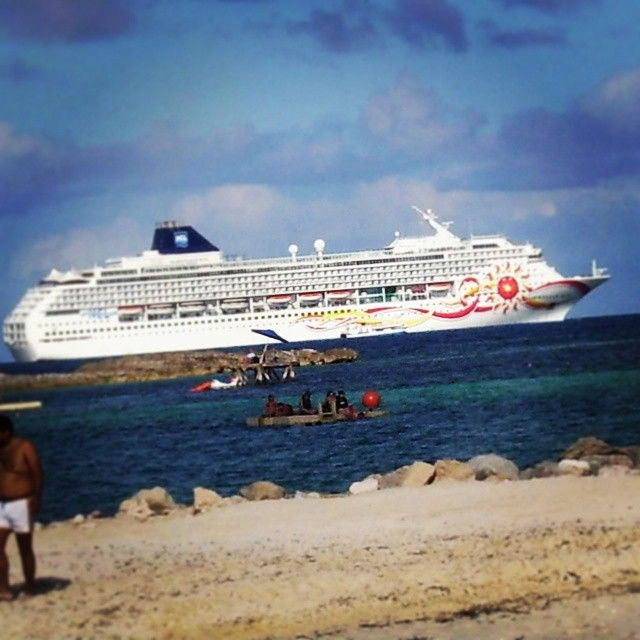 Deserted Island getaway cruising the Caribbean!  Traveling in Coco Cay  #ConnextionsMag #LGBTtravel #GayCruise  Norwegian Cruise Line  @ConnextionsMag Live | Travel | Connect The Travel Magazine for LGBT Travelers