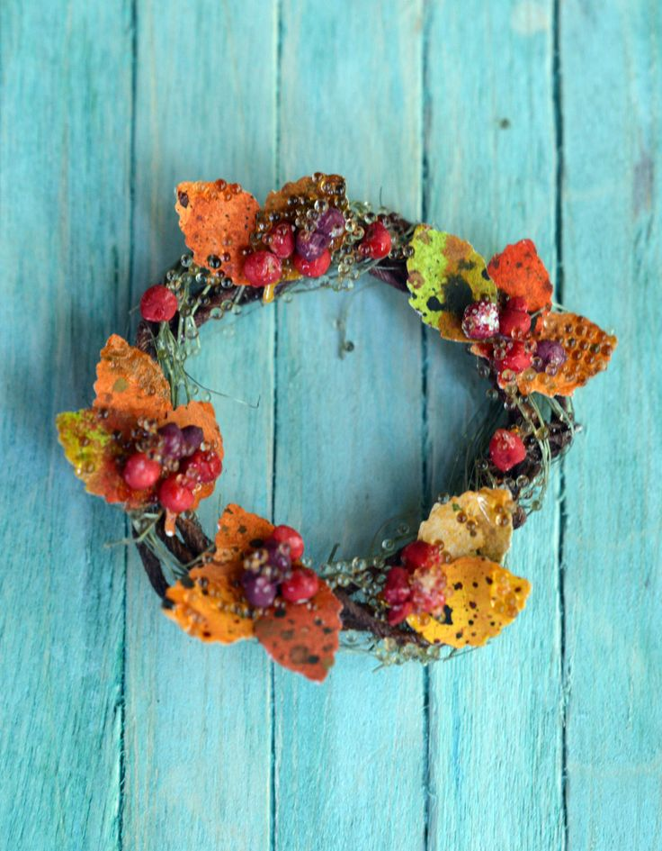 Miniature wreath 1:12 scale by Saara Vallineva