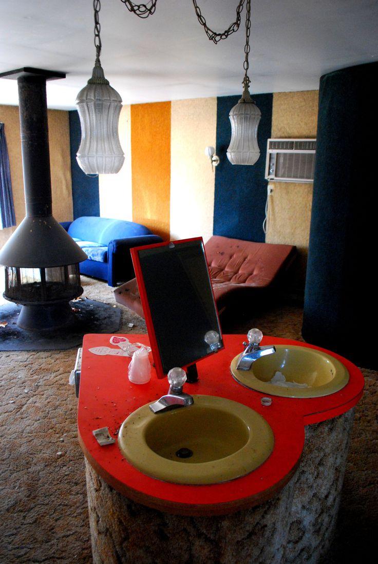 http://wendisimo.hubpages.com/hub/Pocono-Mountains-Abandoned-Honeymoon-Resorts