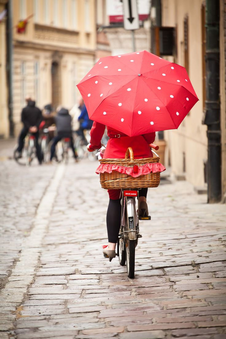 I'm cycling in the rain, just cycling in the rain... What a glorious feelin' I'm happy again....
