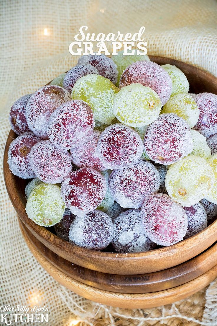 Sugared Grapes, a fun holiday snack or beautiful cake decoration!