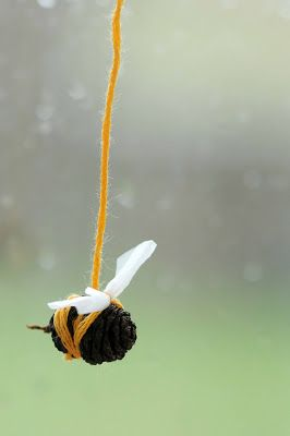 DIY Kids Fall Craft - Sweet little pinecone bee.