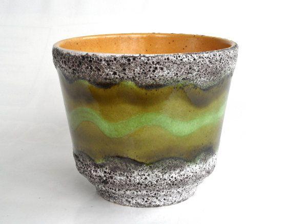 Hoi! Ik heb een geweldige listing op Etsy gevonden: https://www.etsy.com/nl/listing/255976670/fat-lava-planter-west-german-pottery