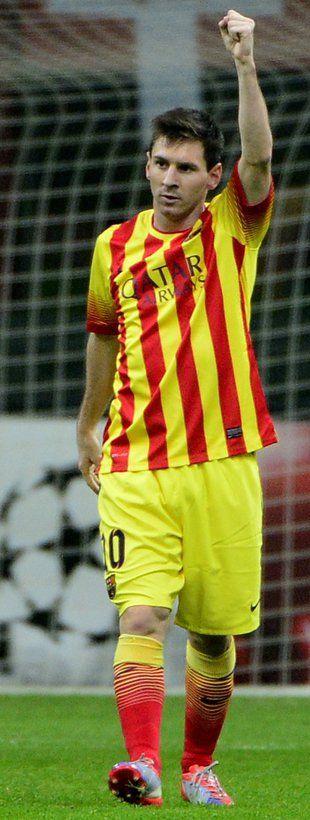 Lionel Messi, jugador del Barcelona por las mañanas, trabajador en McDonald's por la noche