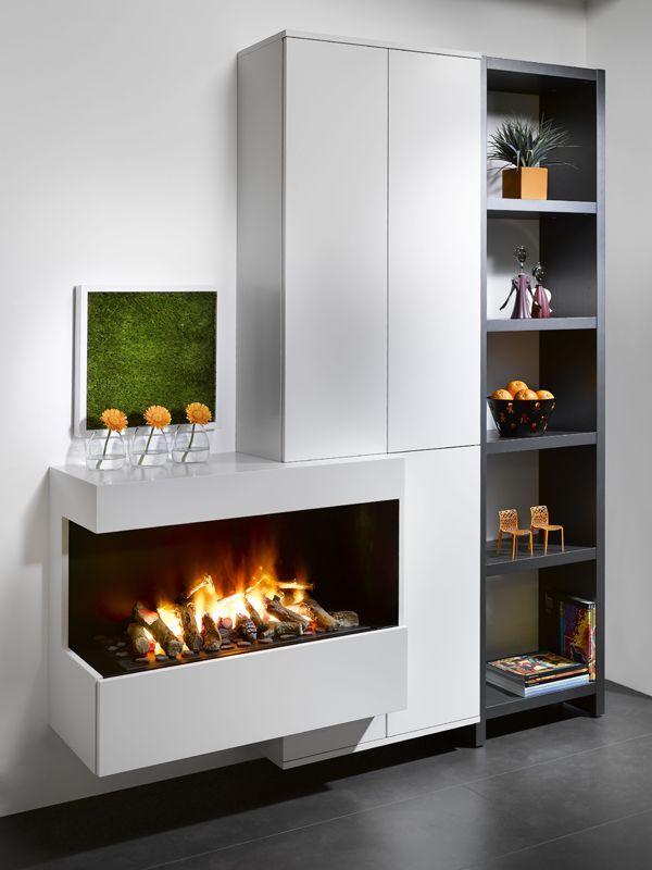 Uma lareira elétrica posicionada com muito requinte para aquecer o lar nos dias frios!