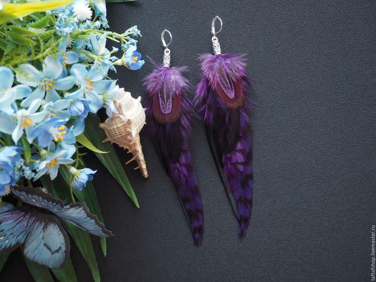 Урсула - яркие фиолетовые серьги с перьями в стиле бохо - серьги с перьями