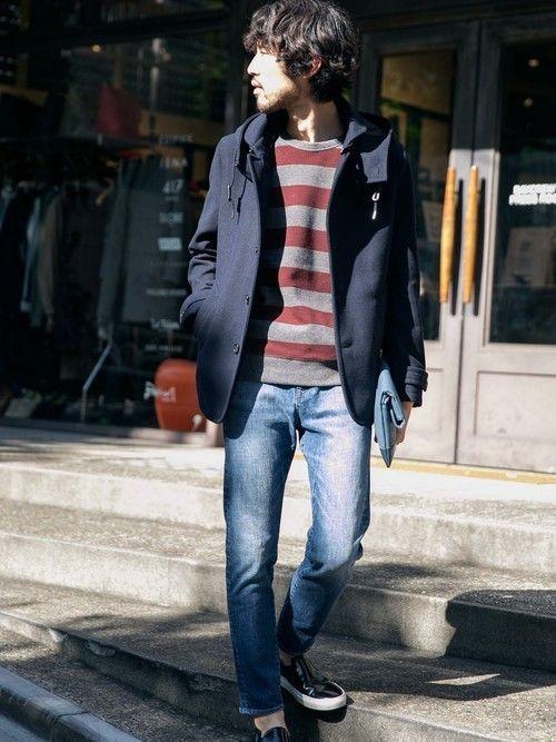 ミドル丈のメルトンコートで、冬の街歩きを快適に。デニムは撥水加工が施されているので、アクティブなシー