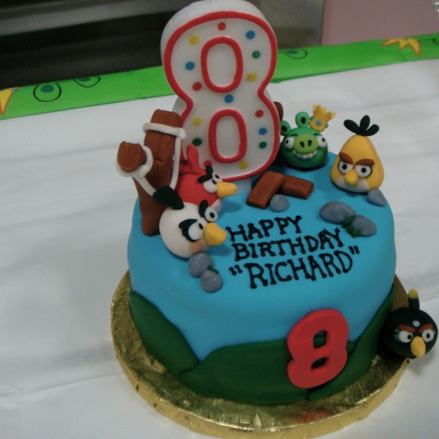 Cake at an Angry Birds Party #angrybirds #party