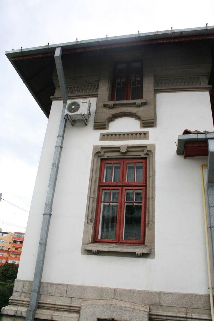 Vă prezint în acest articol o casă deosebit de frumoasă în stil neoromânesc din Târgu Jiu, casa Grigore Iunian, o casă pe care am fotografiat-o cu aproximativ doi ani în urmă şi care mi-a fost readusă în atenţie de către un client dezamăgit că nu…