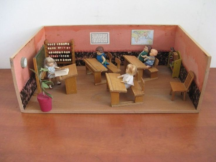 For sale: antique dollhouse-school with all the dolls eo from the 30's(1930) ... #Dollhouse