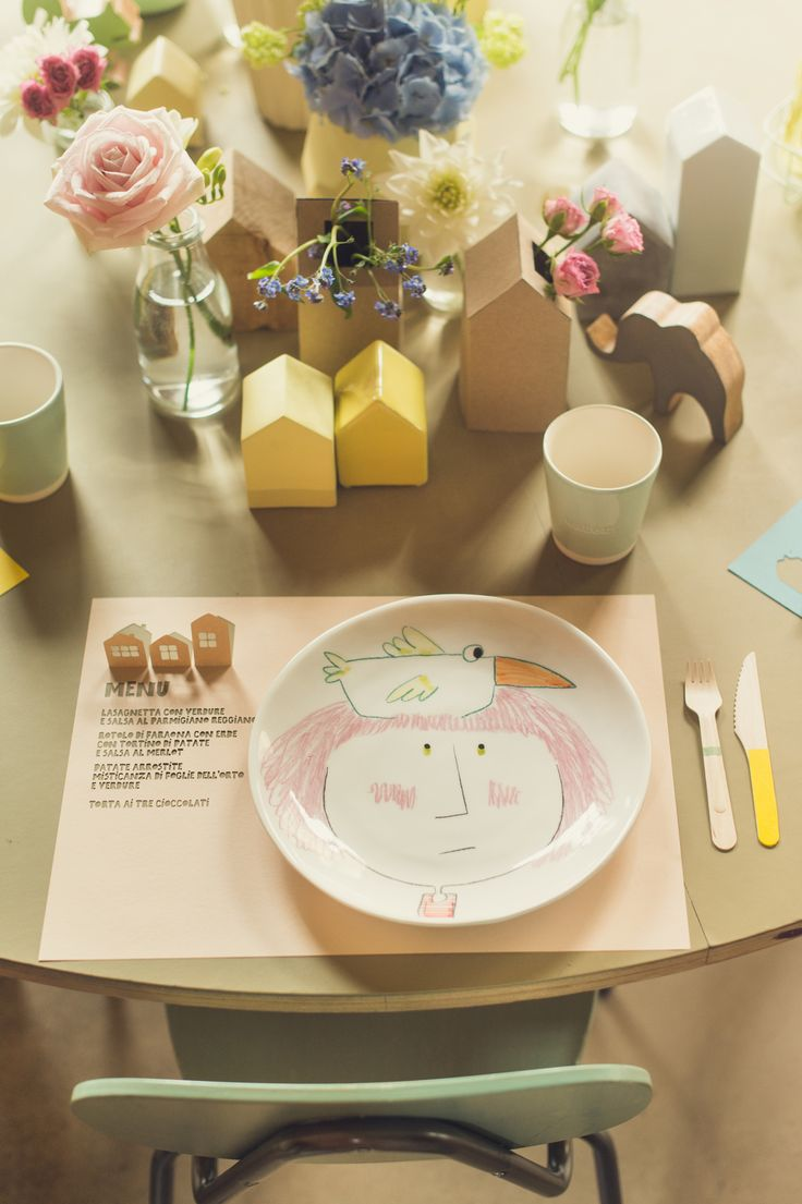 pastel place setting with custom plate and laser cut place mat